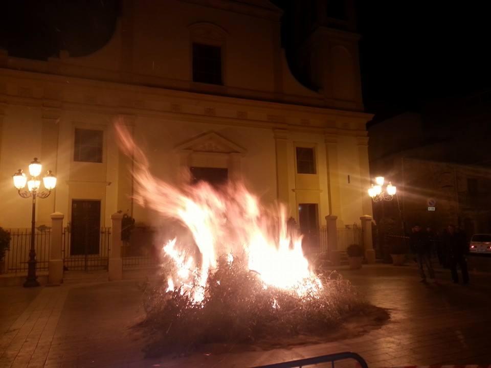 """Santa Lucia 2014: la """"vampa"""" in piazza Aldo Moro"""