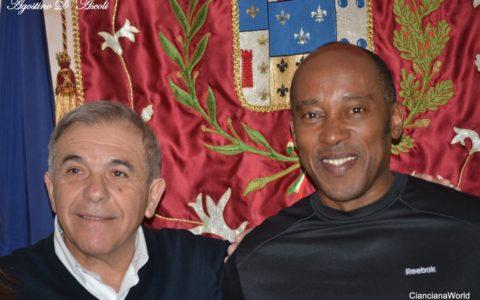 Un gruppo di inglesi alla scoperta di Cianciana: tra loro il papà di Lewis Hamilton
