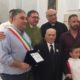 Festeggiati i 100 anni di nonno Girolamo Re, il sindaco dona una targa