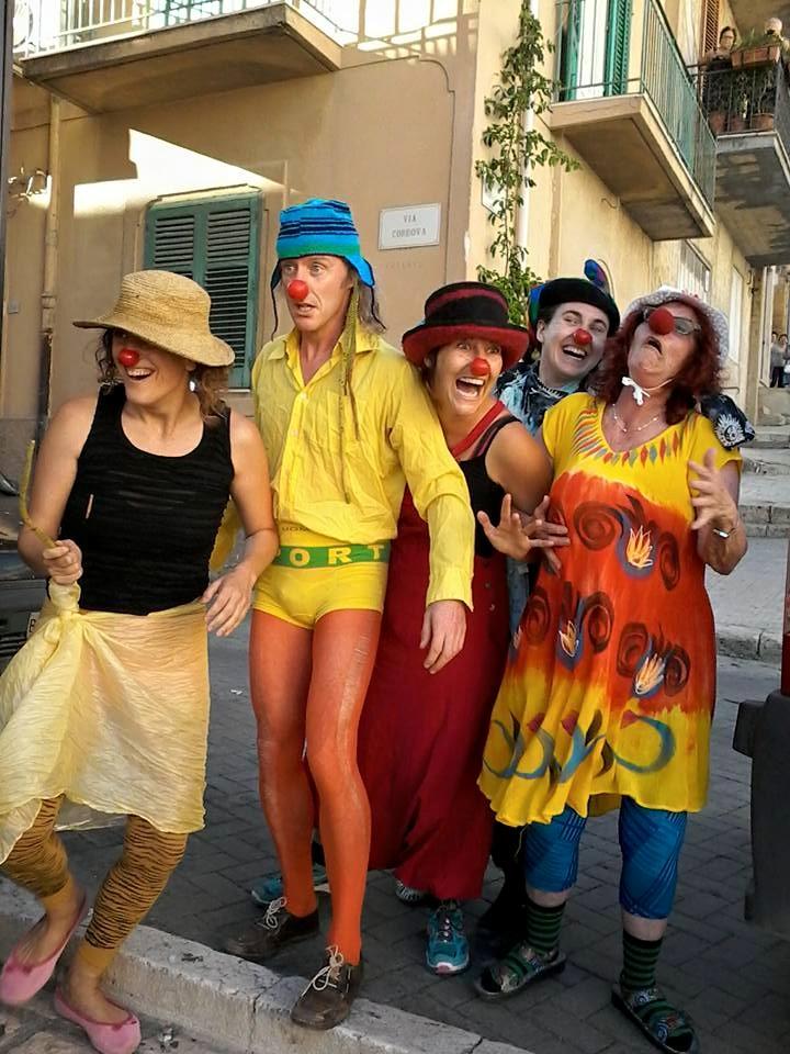 Clown in azione a Cianciana: spettacolo alla Villa Comunale