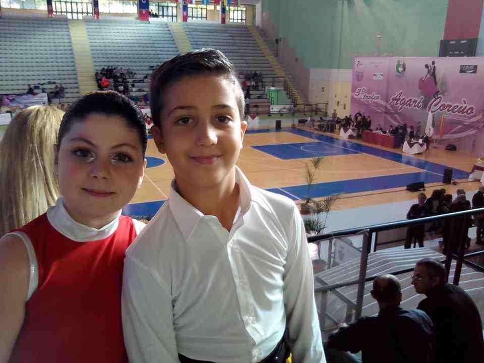 Giovani ballerini a podio in un torneo a Cefalù